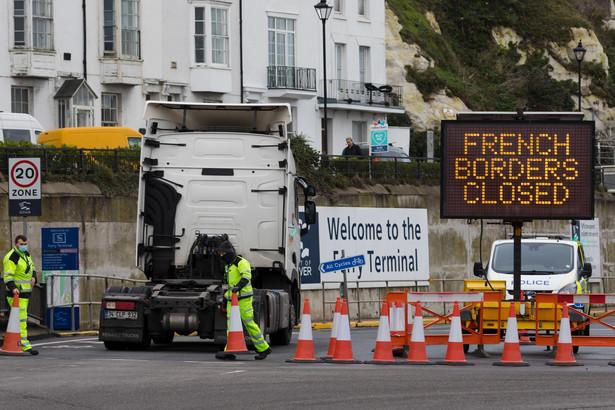 We wtorek po południu liczba ciężarówek czekających na możliwość wyjazdu z Wielkiej Brytanii osiągnęła 3000.