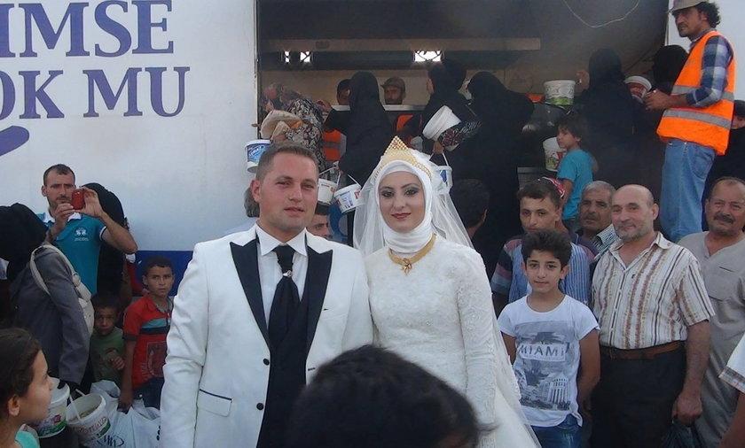 Wzruszający gest pary młodej. Zaprosili na ślub emigrantów.