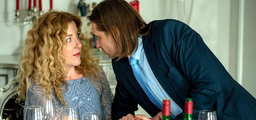 """""""Barwy szczęścia"""" odcinek 2483. Żabcia na prośbę Sławki idzie w zastępstwie na spotkanie z klientem Kornela. Co w tym czasie robi Jezierska?"""