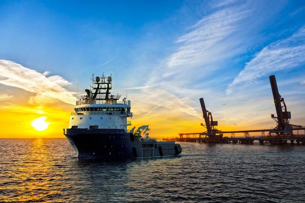 Do dochodów marynarza mają zastosowanie szczególne zasady dotyczące wynagrodzeń załóg statków morskich lub statków powietrznych eksploatowanych w transporcie międzynarodowym