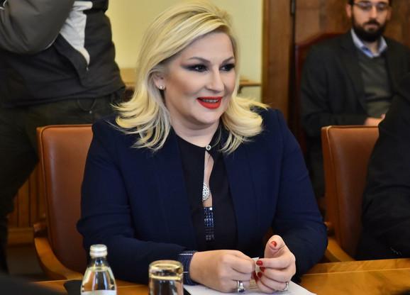 Mirčić je ocenio da je nelogično da iza ugovora stoji Mihajlovićeva, koja je napravila međunarodni incident