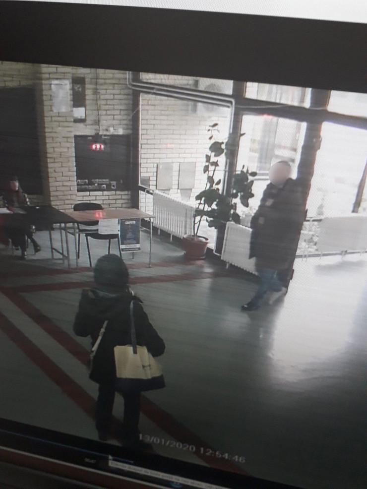 BLUR skola covek foto Screenshot