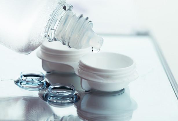 Eksperci podnoszą, że ochrona oczu, tak jak ust i dłoni, może spowolnić szerzenie się wirusów powodujących choroby oddechowe, takich jak SARS-CoV-2.