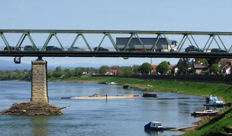 Gradiska most reka Sava ostrvo foto Milan Pilipovic