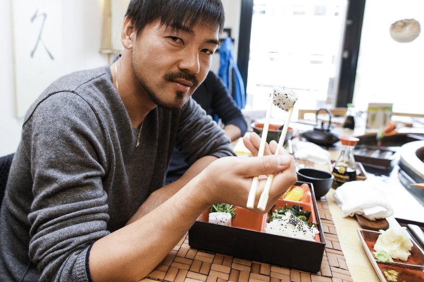 Matsui uczył się robić sushi