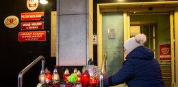 Trójmiasto w żałobie. Znicze i kwiaty pod urzędem miasta w Gdańsku