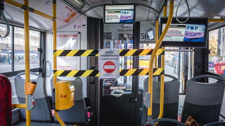 Autobus miejski podczas pandemii COVID-19 w Warszawie