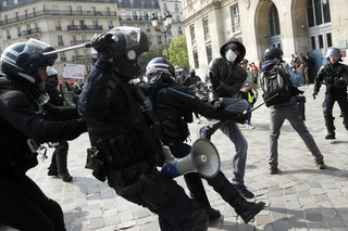 Francja: 165 osób aresztowanych podczas zamieszek w Święto Pracy