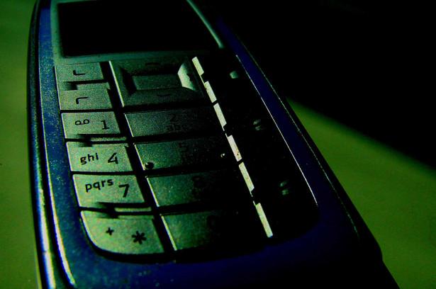 Play oferuje najtańsze połączenia z telefonów komórkowych zarówno w ofercie na abonament, jak i na kartę - wynika z opublikowanego raportu Urzędu Komunikacji Elektronicznej.