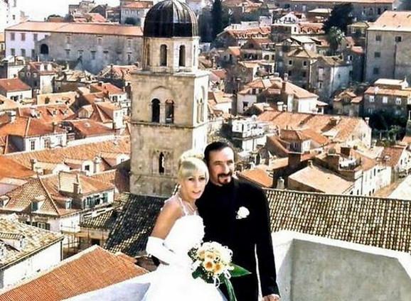 Bebek i supruga na venčanju
