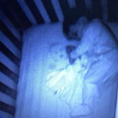 """GROZNO JE!"" Pogledala je kameru u sobi svog sina, videla prizor od kojeg se ZALEDILA OD STRAHA, ali ubrzo je usledio obrt (FOTO)"