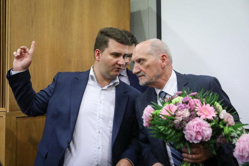 Macierewicz, Misiewicz i Janniger znów razem