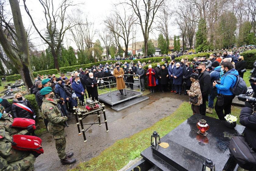 Ostatnia droga Izabelli Sierakowskiej. Znani politycy żegnają zmarłą posłankę