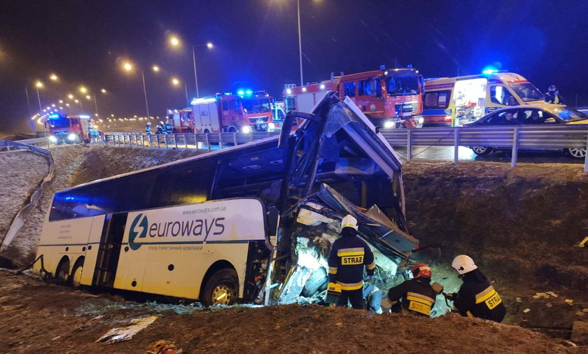 Wypadek autokaru na A4. Autobus wpadł do rowu przy wjeździe na MOP Kaszyce.