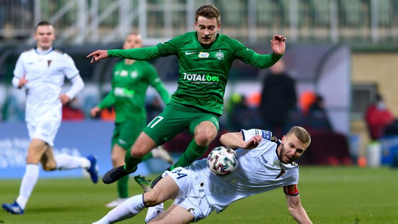 Piłkarz drużyny Warta Poznań Mateusz Czyżycki (L) i Kamil Drygas (P) z zespołu Pogoń Szczecin podczas meczu Ekstraklasy