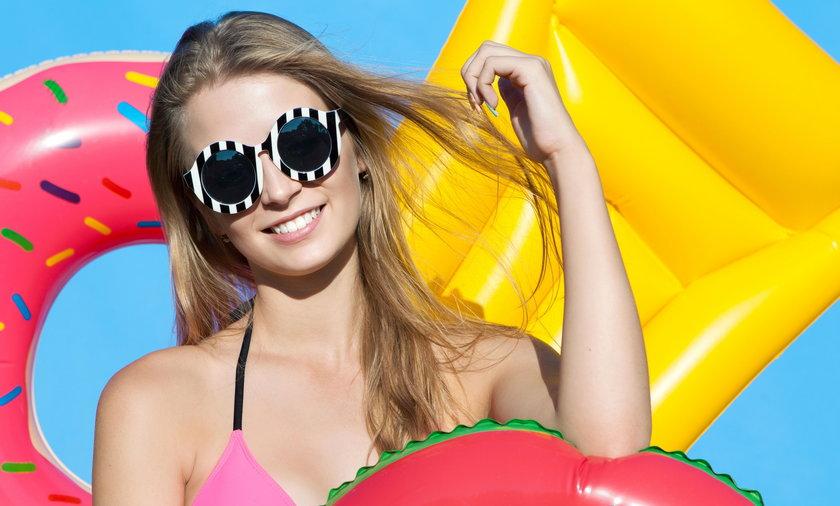 Jakie okulary przeciwsłoneczne będą do ciebie pasować? Przy twarzy owalnej, każde. Ale są też modele idealne dla twarzy okrągłej lub kwadratowej.
