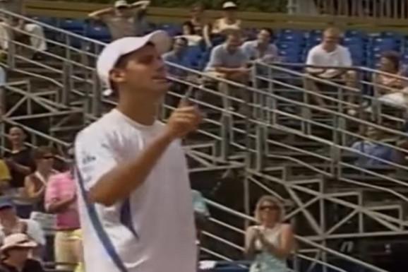 NEKI DRUGAČIJI VAJDA I JELENA NA TRIBINAMA Smejaćete se kada vidite šta je Nole dobio za prvi ATP trofej /FOTO/