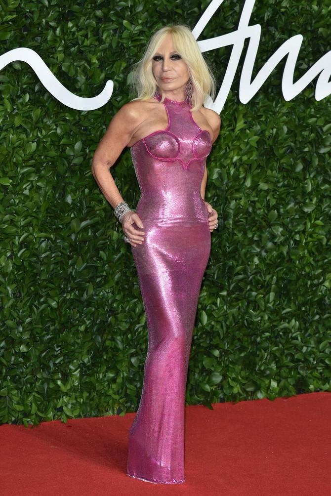 Donatela Versače u roze haljini