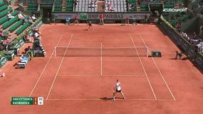 Męczarnie zakończone sukcesem. Radwańska w III rundzie French Open