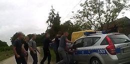 Bandyci katowali, policja patrzyła. NOWE FAKTY