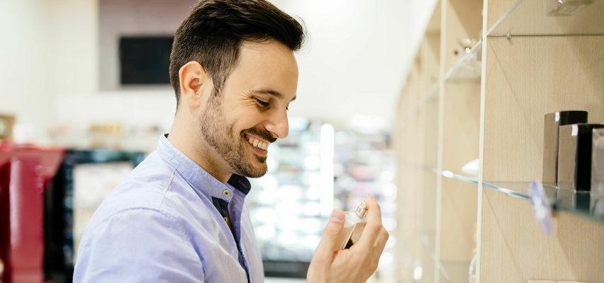 Letnie zapachy dla mężczyzn. Jakie perfumy wybrać? Kupuj ze zniżkami od Faktu