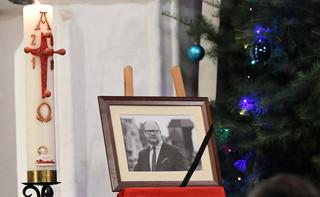 'Nie przynoście kwiatów i zniczy, wspierajcie żywe pomniki pamięci prezydenta'. Pogrzebowi P. Adamowicza będzie towarzyszyć kwesta na cele charytatywne