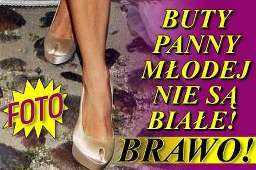 Buty panny młodej nie są białe! Brawo! FOTO