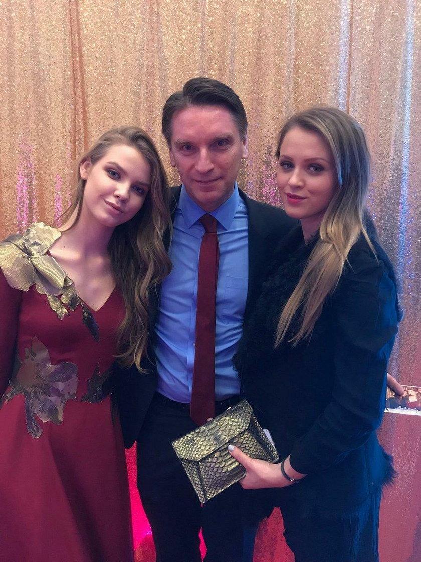 Iga Lis z tatą i siostrą