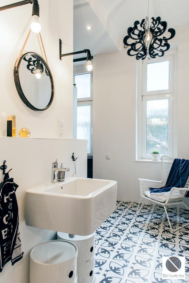 Lustro i przestrzeń wokół umywalki