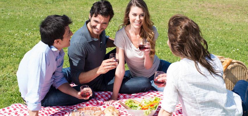 Zorganizuj piknik marzeń. Akcesoria piknikowe w niskich cenach!