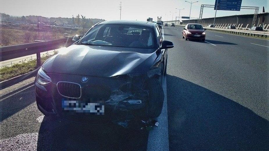 Pijany kierowca BMW uderzył w bariery na AOW i uciekł