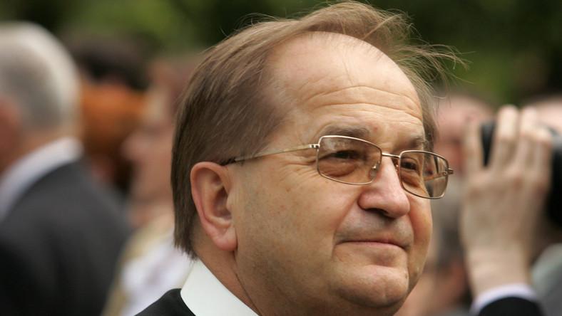 Ojciec Tadeusz Rydzyk na pewno lubi Piosenkę Roku Radia Maryja