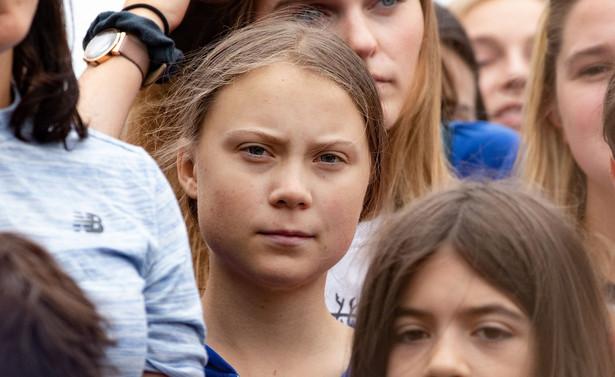 Do szwedzkich służb socjalnych napłynęły donosy od osób zaniepokojonych możliwością wykorzystywania dotkniętej zespołem Aspergera 16-letniej Grety przez jej rodziców celebrytów. Szczegóły postępowania pozostają niejawne.