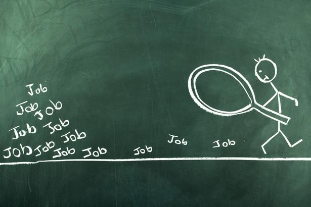 Warto podkreślić, że osoby wykraczające kwalifikacjami poza zakres stanowiska często są bardzo efektywne – swoje obowiązki wykonują lepiej, sprawniej i wydajniej.