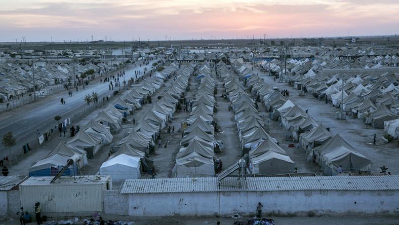 """Według danych Wysokiego Komisarza Narodów Zjednoczonych ds. uchodźców, na przygranicznym terytorium Serbii żyje około 10 tysięcy imigrantów. """"To wielka rzeka ludzi. Gdy się ją zatrzyma, momentalnie robi się powódź"""" - powiedziała rzecznik prasowa Komisarza, Melita Sunjic. Szacuje się, że każdego dnia przybywa do Serbii około 5 tysięcy ludzi. Władze i organizacje pozarządowe nie są w stanie zapanować nad taką ilością."""