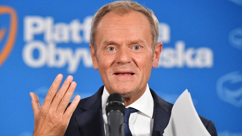Sondaż: Donald Tusk nowym liderem. Zdetronizował Hołownię i Trzaskowskiego