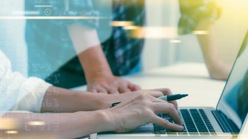 Informatyk laptop biuro
