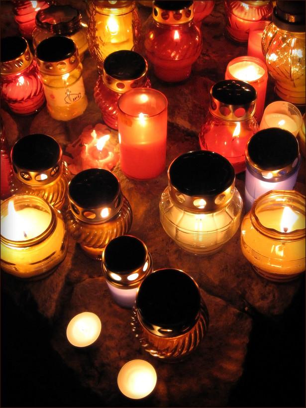 W dniu Wszystkich Świętych zapłonęły znicze w miejscach dwóch największych w ostatnich latach katastrof na Śląsku.