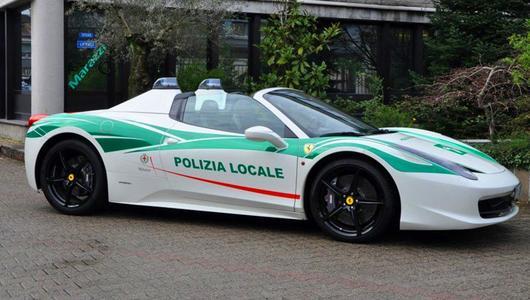 Policyjne Ferrari 458 Spider po mafii