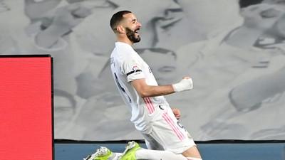 Real Madrid edge thrilling Clasico to go top of La Liga