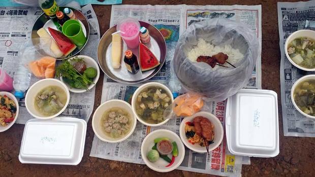 Śniadanie - jedyny posiłek buddyjskiego mnicha