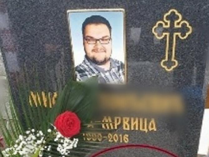 Slika Miloševog spomenika OBILAZI SRBIJU: Kada vidite KOJA PESMA je na njemu isklesana, biće vam jasno zašto