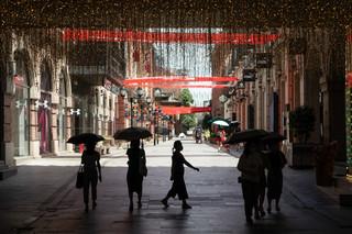Nowa seria zakażeń w Chinach stawia pod znakiem zapytania 21-dniową kwarantannę