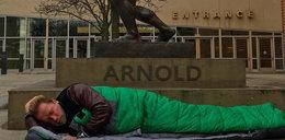 """Schwarzenegger śpi na ulicy. """"Czasy się zmieniają"""""""