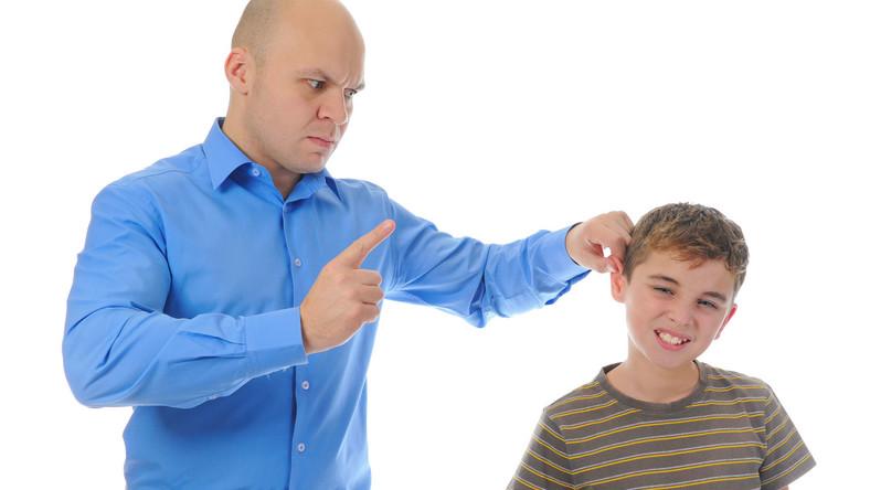 Polacy rzadziej przyznają się do bicia dziecka