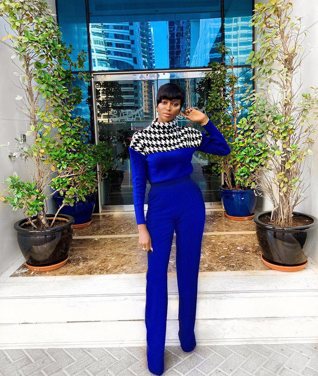 Olarslim has no boundaries with cobalt blue [Credit: Instagram/ Ola Adewale]
