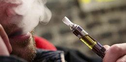 Rząd zakaże palenia e-papierosów w...