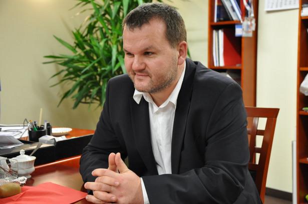 Marek Posobkiewicz, główny inspektor sanitarny. Jest lekarzem, specjalistą w dziedzinie chorób wewnętrznych, medycyny morskiej i tropikalnej