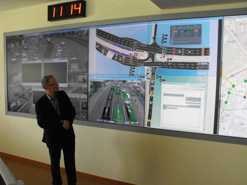 Błażej Trzcinowicz , odpowiedzialny za ITS we Wrocławiu, wyjaśnia zalety systemu
