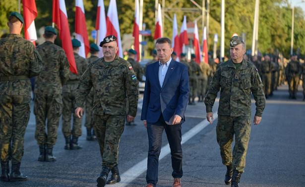 minister Błaszczak na próbie defilady
